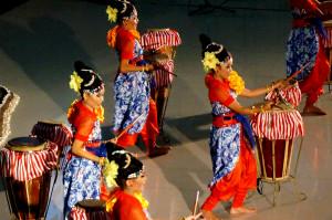 Kesenian Pembuka Seminar Internasional dari Saung Angklung Udjo.