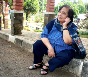Betty (alm) beristirahat di trotoar kampus Unpad September 2012 lalu.