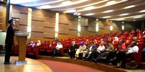 Tausiah Ustad Yopi di Auditorium Pascasarjana Fikom Unpad.