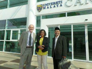 Prof.Deddy Mulyana bersama profesor dari AS dan Australia.
