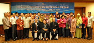 Foto Bersama para Peserta dan Dewan Juri.