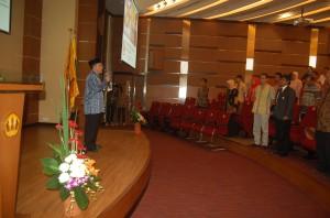 Dekan Fikom Unpad dalam acara Dies Fikom Unpad, Kamis (18/9). (Foto Suwito)