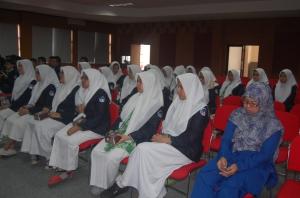 Siswa SMA Al-Azha Jaksel bersama guru pembimbing. (Foto Suwito)