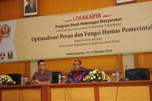 Dr Suwandi Sumartias memberikan materi. (Foto Dok Prodi Humas)