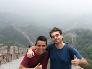 Di Tembok Besar Cina bersama mahasiswa asing lain.(Foto Koleksi Pribadi)