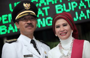 Daud Achmad dan istri (Foto tribunnews.com)