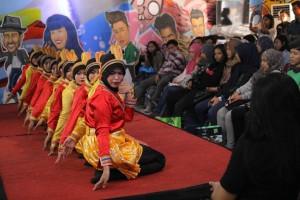 Penampilan Tari Saman Komunitas Riau Padjadjaran (Koran) (Foto Dina Gurning)