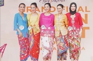 Aura Febryannisa, kedua dari kanan terpilih sebagai finalis None Jakarta Utara 2015 (Foto Koleksi Pribadi).